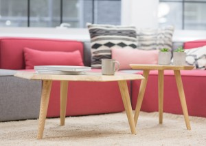 pink-sofa-wood-table