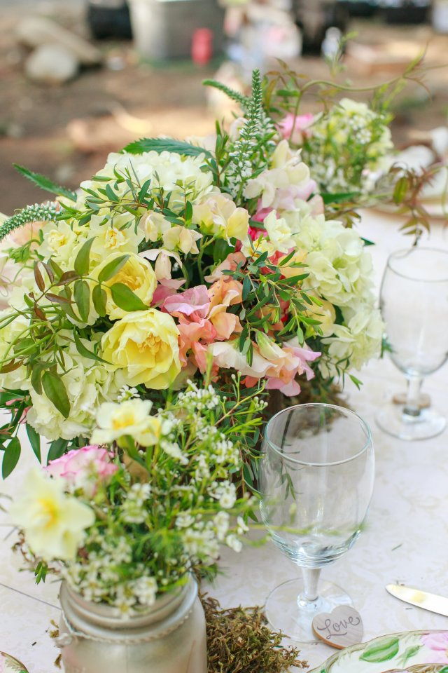 Treehouse Point Bridal Shoot Centerpiece || Flowers by Jen's Blossoms || Photo by Lloyd Photography