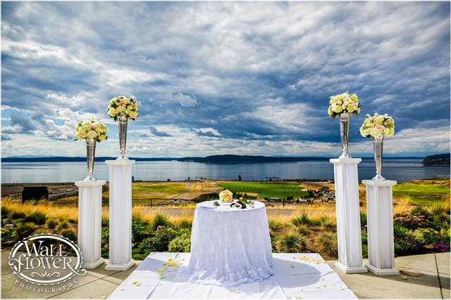 Chambers Bay Wedding Ceremony || Flowers By: Jen's Blossoms || Photo By: WallflowerPhoto