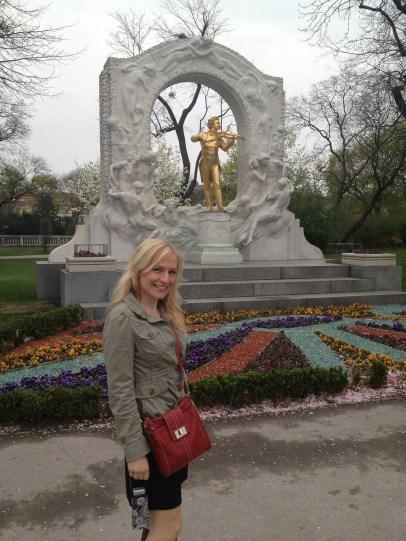 Strauss monument