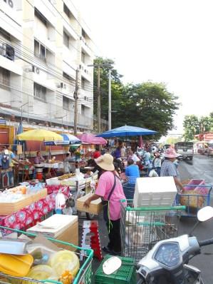 A little detour to bustling street market