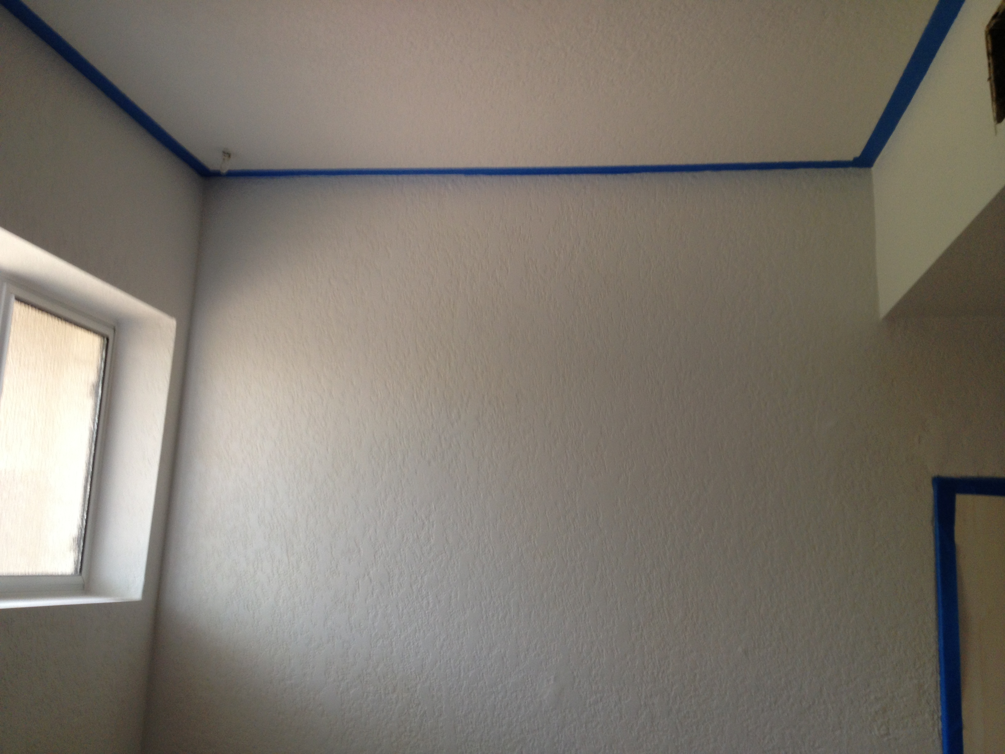 Primer for bathroom ceiling - Paint The Ceiling And Walls Repeat Even Primer Paint In One Needs Two Coats Especially If You Have Highly Textured Walls From The 70 S
