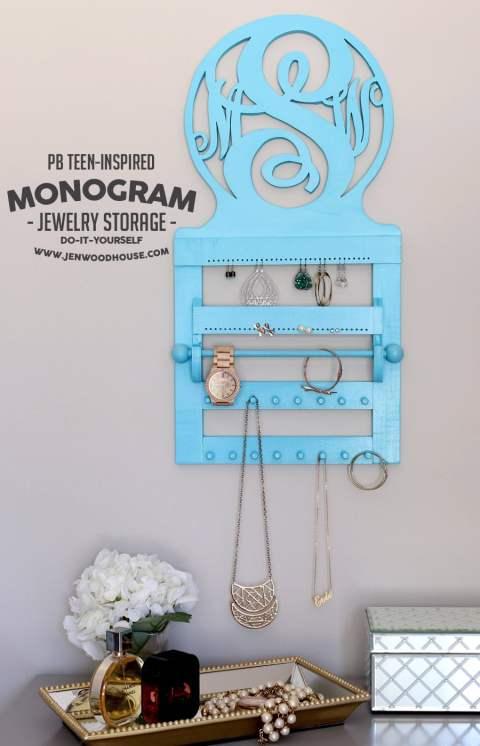 How to build a DIY PB Teen-inspired Monogram Jewelry Wall Organizer #DIY #PBTeen #monogram #PotteryBarn #jewelry #organizer