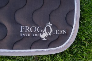 frog-save-the-queen-tapis-de-selle-cheval-wishlist