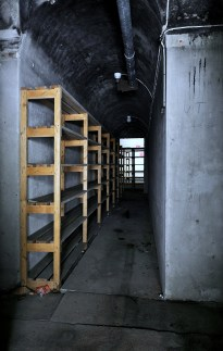 Shelves in cross tunell