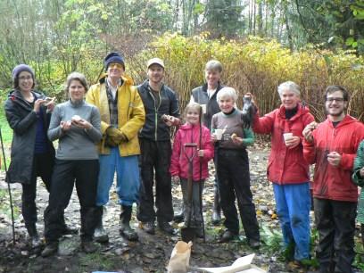 Volunteers enjoy well-earned cinamon bun reward
