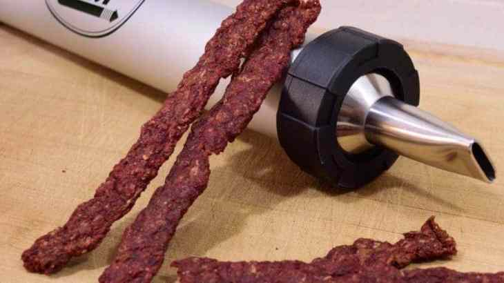 A meaty flavorful ground meat beef jerky that is easy and quick to make! Everyone will love this meaty treat. | Jerkyholic.com