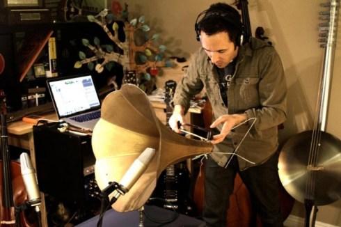 Gramohanger: muziek van kleerhanger en grammofoon