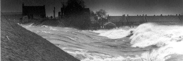 Hoezo zandzakken bij overstromingen? Gebruik afgeschreven bibliotheekboeken!