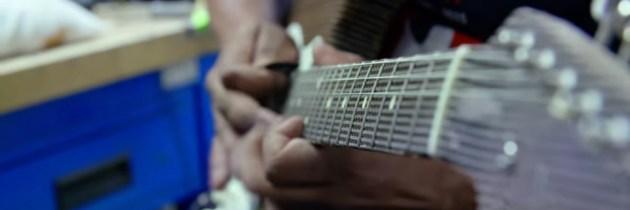 Een officiële Fender Stratocaster van karton