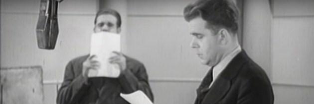 """""""Back of the Mike"""" (1938) toont het maken van hoorspelgeluidseffecten"""