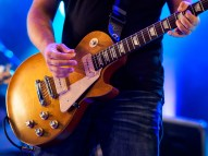 27/52 - The Les Paul playing live