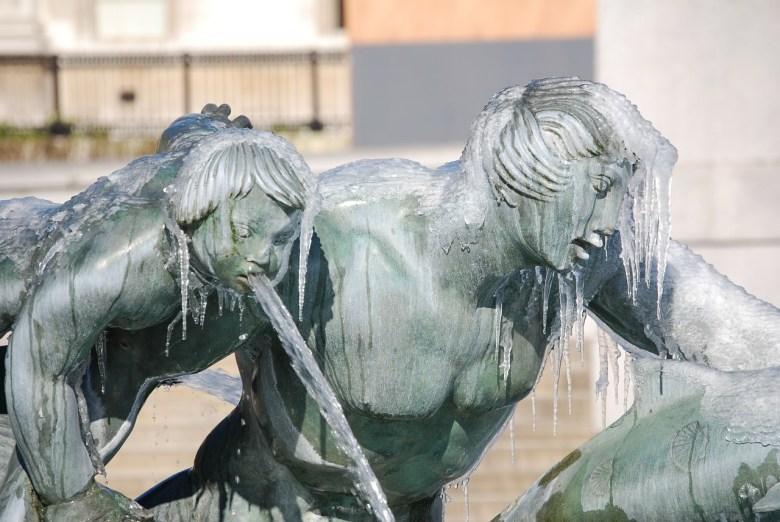 La fuente calla con su torpeza de invierno, Jerónimo Alayón.