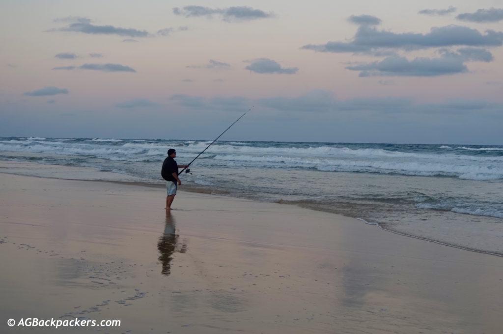 Amateur de pèche en action à Fraser Island