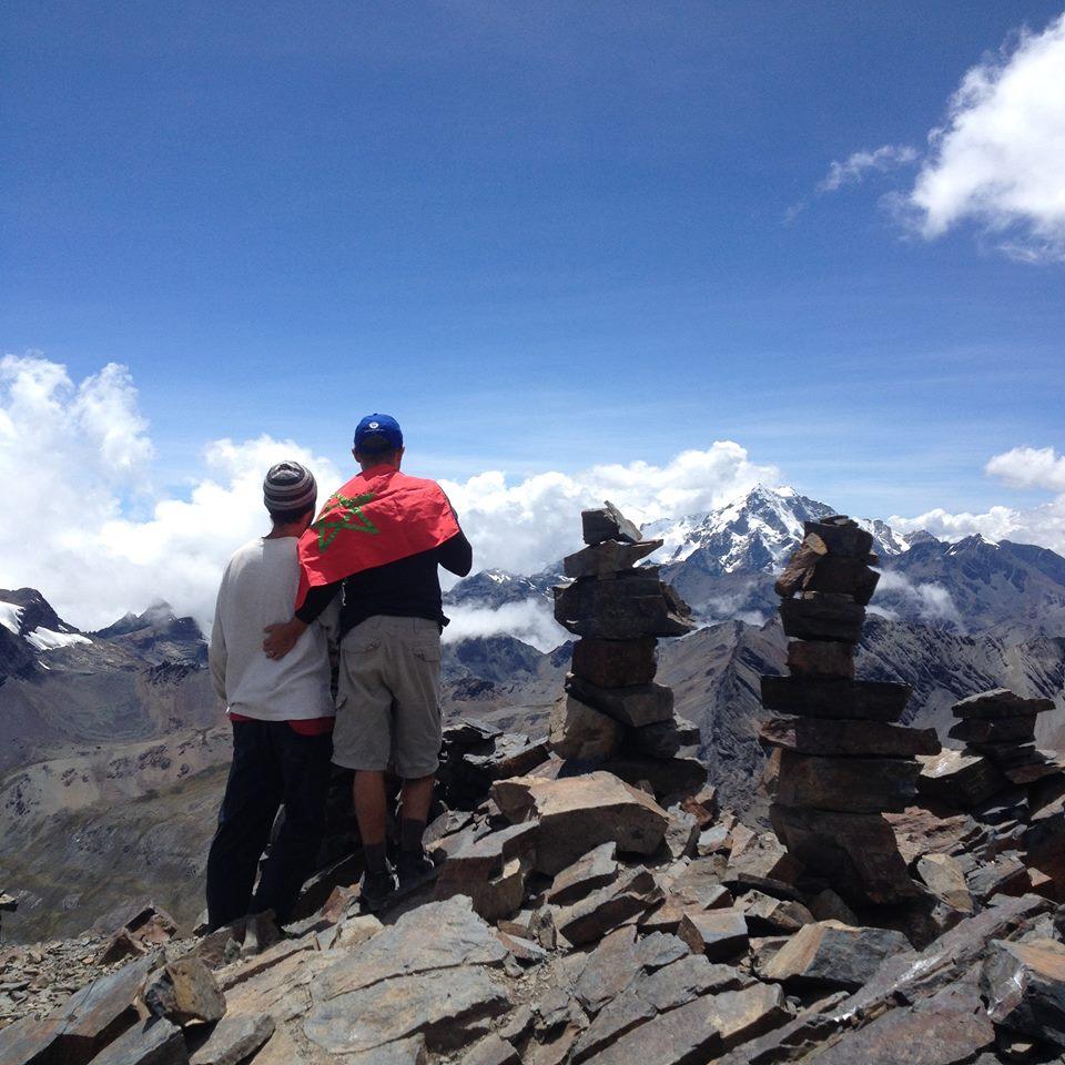 Drapeau marocain au sommet du pic de l'Austria Bolivie