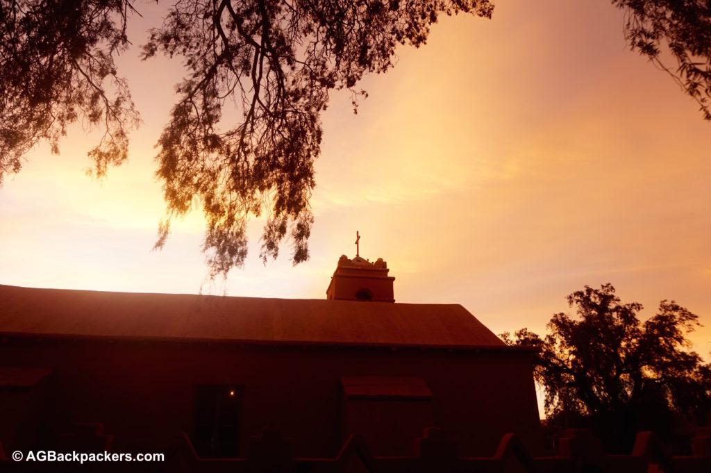 San Pedro de Atacama - coucher du soleil du l'église de la place centrale