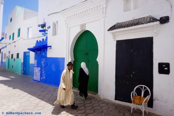 La vie est remplie de couleur dans les rue de la médina d'Asilah