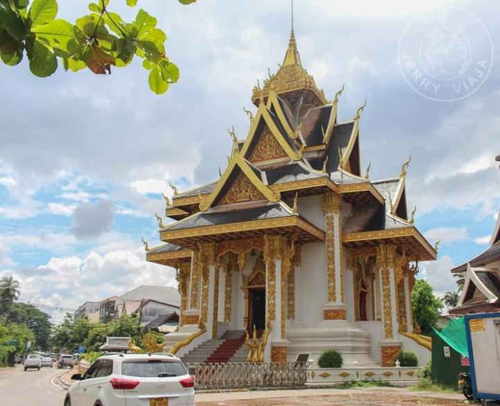 Pequeño templo en la capital de Laos, Vientian