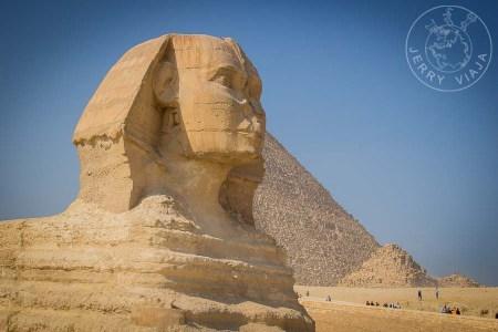 Gatos de Egipto - Deidad y criaturas sagradas Esfinge de Guiza con la pirámide de Kefren