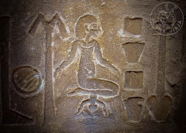 Jeroglífico de Cleopatra III dando a luz, Templo de Kom Ombo