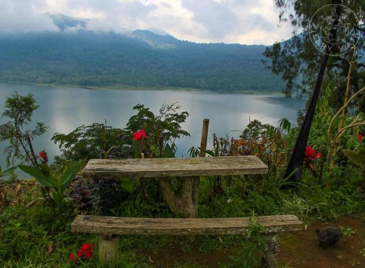 Lago Beratan en Bali, Indonesia