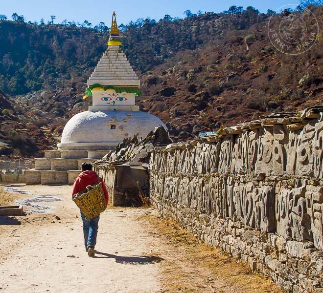 12 Curiosidades de Nepal Estupa budica tibetana en Khumjung, Campamento Base Everest, Nepal