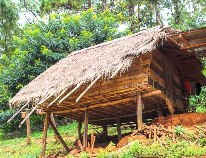Chozas de bambú en Ban That, Tailandia