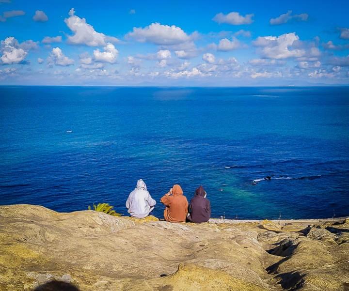 Mediterraneo, chilaba,  Tombeaux Phéniciens. necrópolis de Hafa Tanger, marruecos