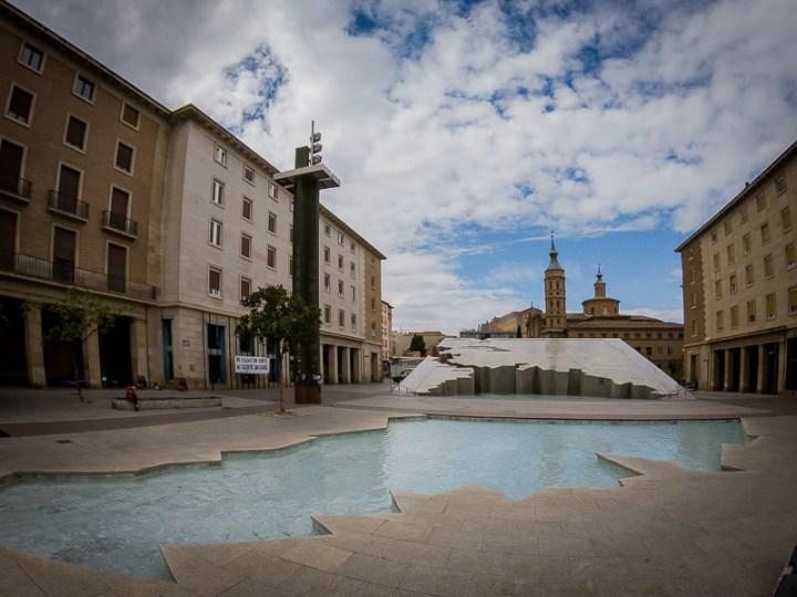 Plaza de El Pilar. Fuente de la Hispanidad. Zaragoza, Arag