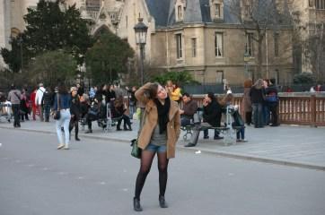 Flora Tour Guide Paris (1)