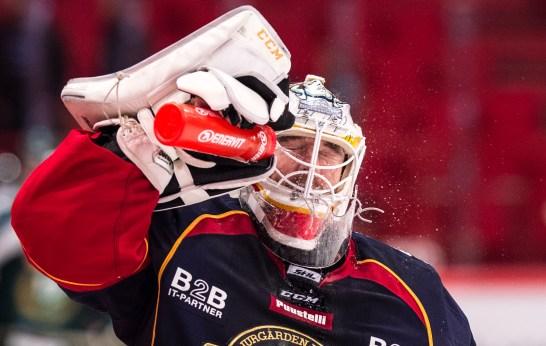 Mikael Tellqvist - Djurgården Hockey, splashing his face with water ahead of the game against Färjestad BK in SHL.