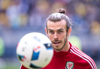 Gareth Bale keeps his eyes on the ball during warmups ahead of the friendly game between Sweden and Wales, June 5th 2016 in Stockholm.