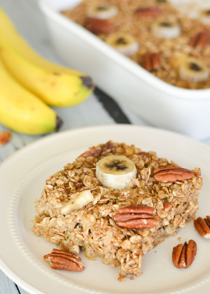With cinnamon, cardamom and lots of other warm winter spices, this Chai Spiced Banana Bread Baked Oatmeal is the perfect breakfast for a cozy morning. You can enjoy it fresh from the oven or make it at the beginning of the week and reheat for easy weekday breakfasts!