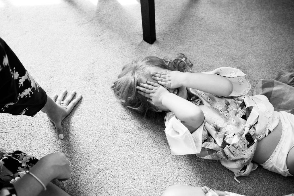 Little girl plays hide and seek creative pre wedding photography