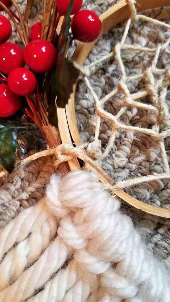 DIY Christmas Door Decor knot tutorial