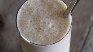 Vanilla Bean Chia Milkshake