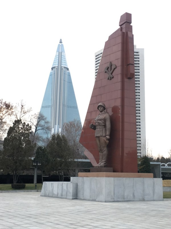 war museum statue north korea