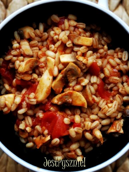 kasza peczak z pomidorami i pieczarkami