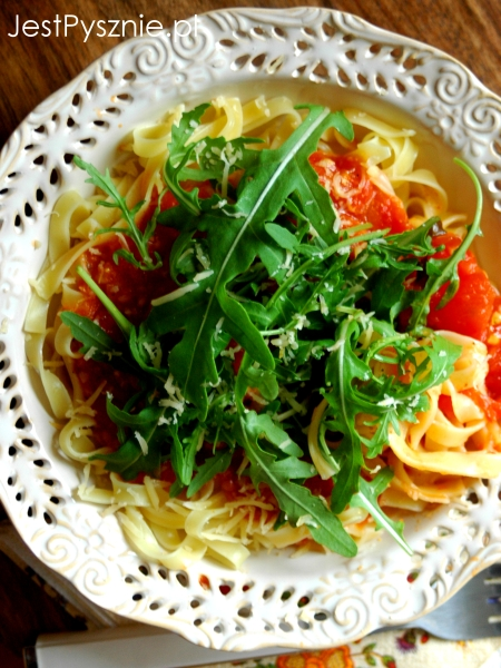 070 Makaron z sosem ze  swieżych pomidorych V6
