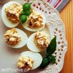 Kanapka z jajkiem, szynką i sosem chrzanowym
