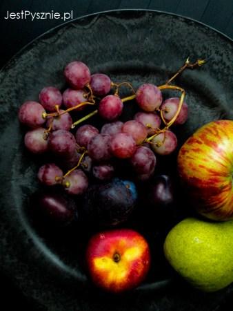 Talerz jesiennych owoców