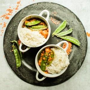Risotto z krewetkami, szparagami i groszkiem cukrowym