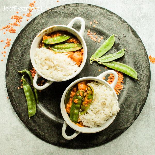 Curry z soczewicą i groszkiem cukrowym