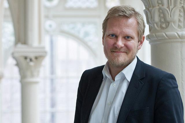 700 de cuvinte despre decorarea lui Kasper Holten