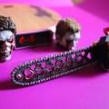 Le socle, les têtes de zombies et la tronçonneuse de la figurine VTS Chainsaw Girl
