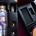 Gros plan sur le contenu du boîtier de la figurine figurine VTS Chainsaw Girl