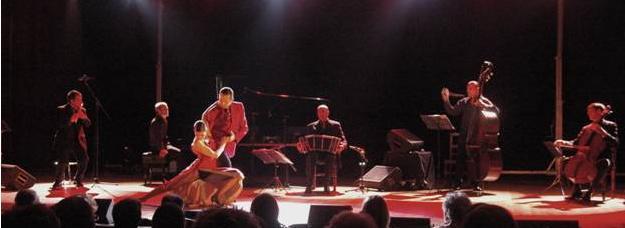 Tango Quattro junto a los bailarines Julio y Veronique