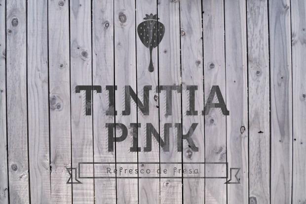 Diseño de la marca y de la etiqueta para una nueva bebida de fresa