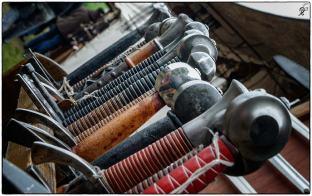 Schwerter in Reih und Glied