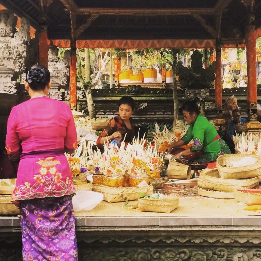 Balinese women at Gunung Lebah Temple